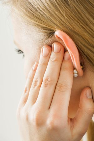 How To Deal With Decreased Hearing Accompanied By Itching?