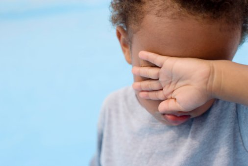 Why Do Children Often Close Their Eyes While Closing Their Mouths?