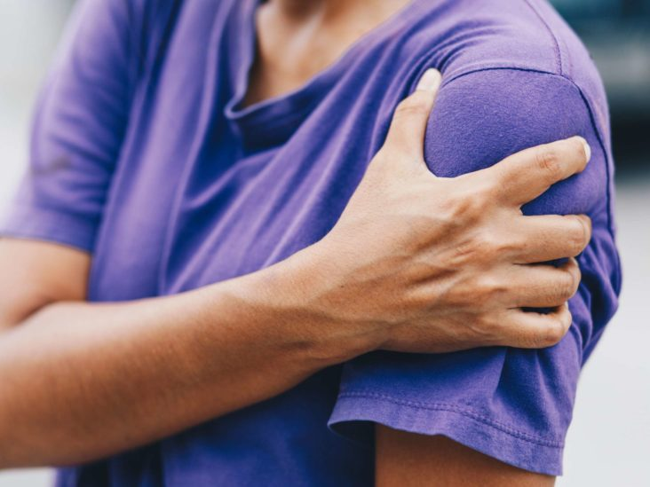 The Cause Of Pain In The Right Shoulder Until A Lump Appears?